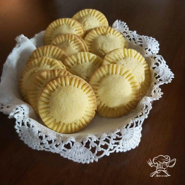 biscotti di frolla ripieni di marmellata di limoni
