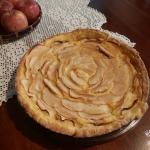 Crostata di mele con crema e amaretti