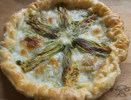 Torta salata zucchine mozzarella e fiori di zucchina ripieni