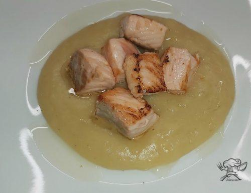 Salmone su crema di patate e scalogno