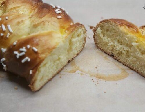 Treccia di pan brioche dolce