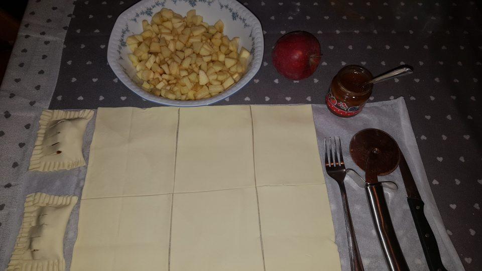 Fagottini di pasta sfoglia alle mele