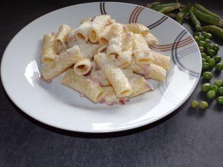 tortiglioni con pancetta e philadelphia