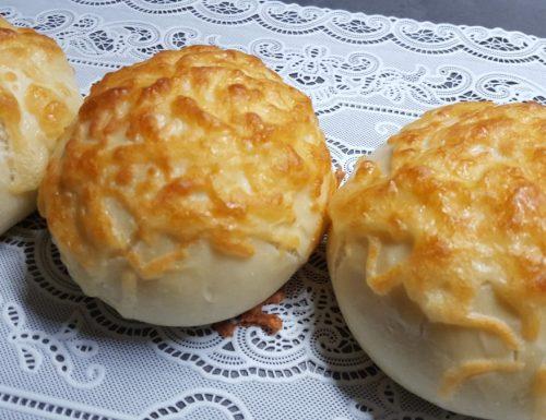 """""""Käse Brötchen"""" panini con formaggio"""