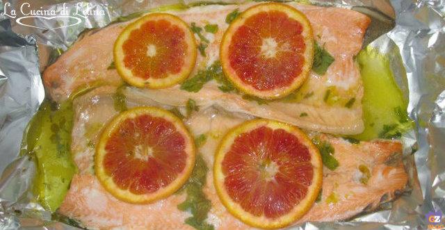 Trota salmonata al cartoccio ricetta veloce | La Cucina di Lelina