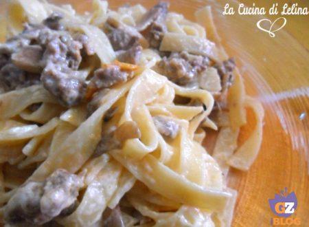 Tagliatelle salsiccia funghi panna ricetta