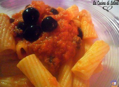 Rigatoni con sugo di olive e tonno ricetta veloce