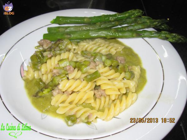 Fusilli con crema di asparagi e salsiccia ricetta primo piatto  | La Cucina di Lelina