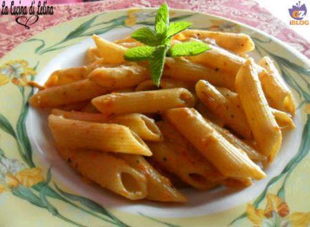 Penne con crema di peperoni e stracchino ricetta primo piatto