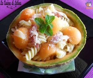Insalata di pasta nel melone ricetta estiva | La Cucina di Lelina