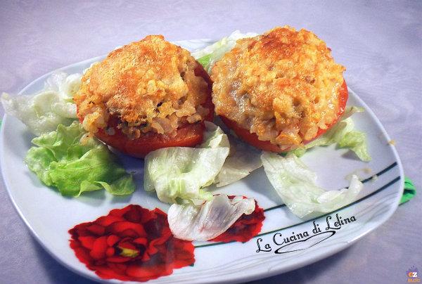 Pomodori ripieni di riso e tonno ricetta leggera | La Cucina di Lelina