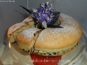 Ciambella con albumi e gocce di cioccolata ricetta golosa | La Cucina di Lelina
