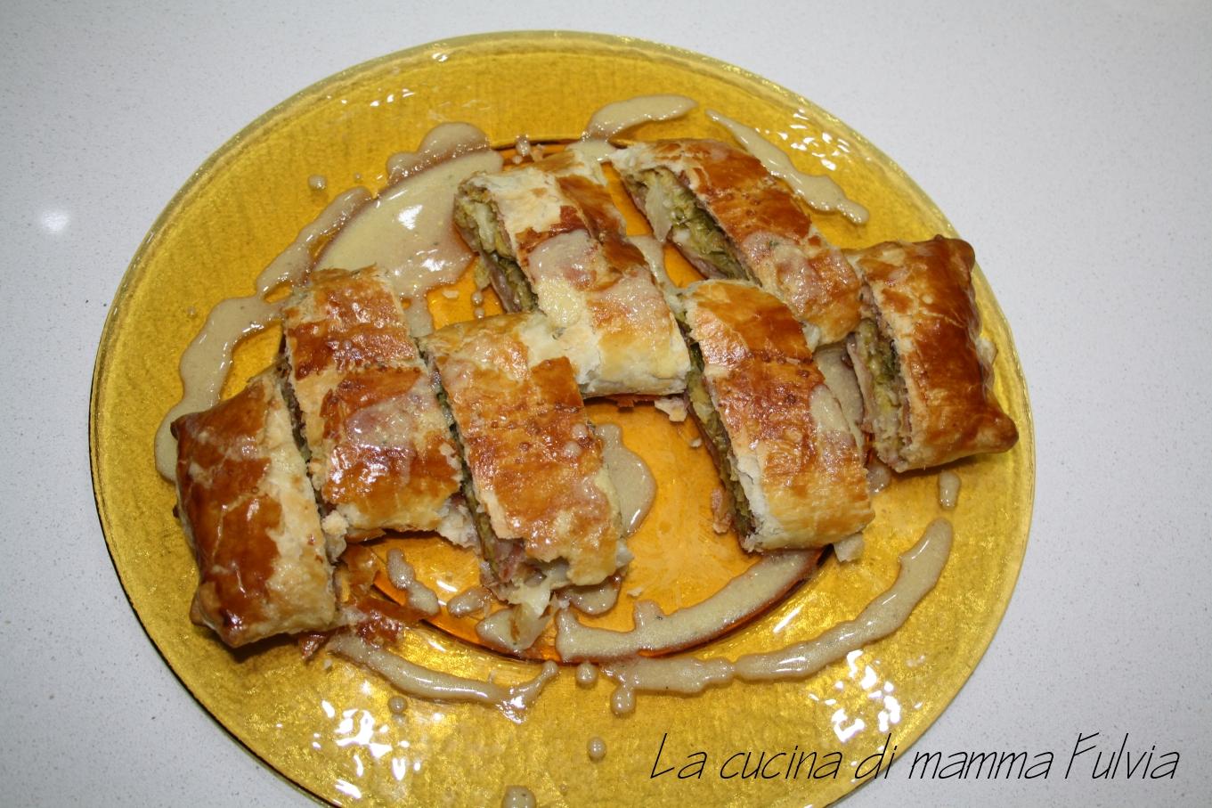 Strudel salato di verza e speck con salsa alla senape