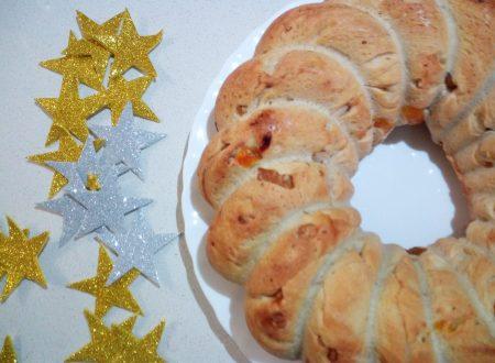 Ghirlanda di pane con albicocche e noci