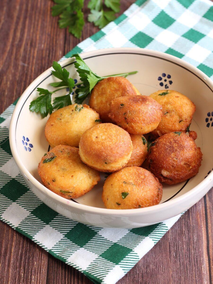Polpette di pane e uova ricetta.