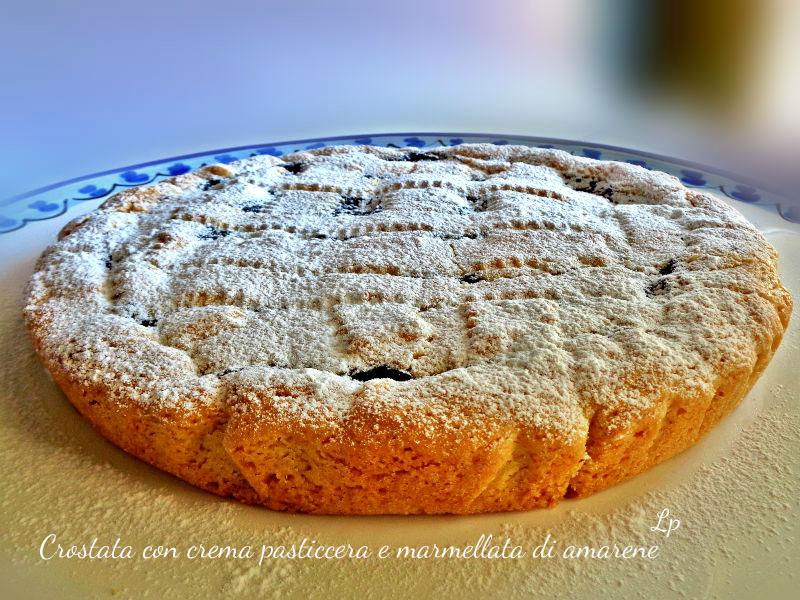 Crostata con crema pasticcera e marmellata di amarene