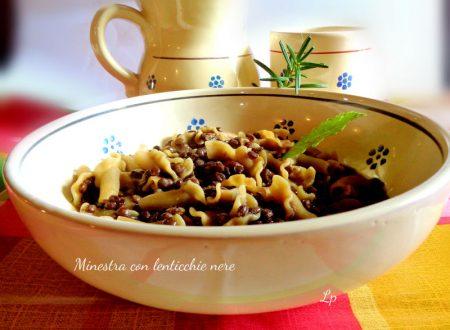 Minestra con lenticchie nere