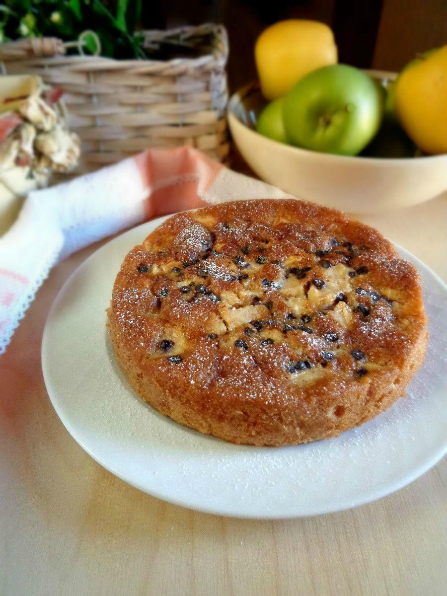 Torta agli amaretti mele e gocce di cioccolato ricetta