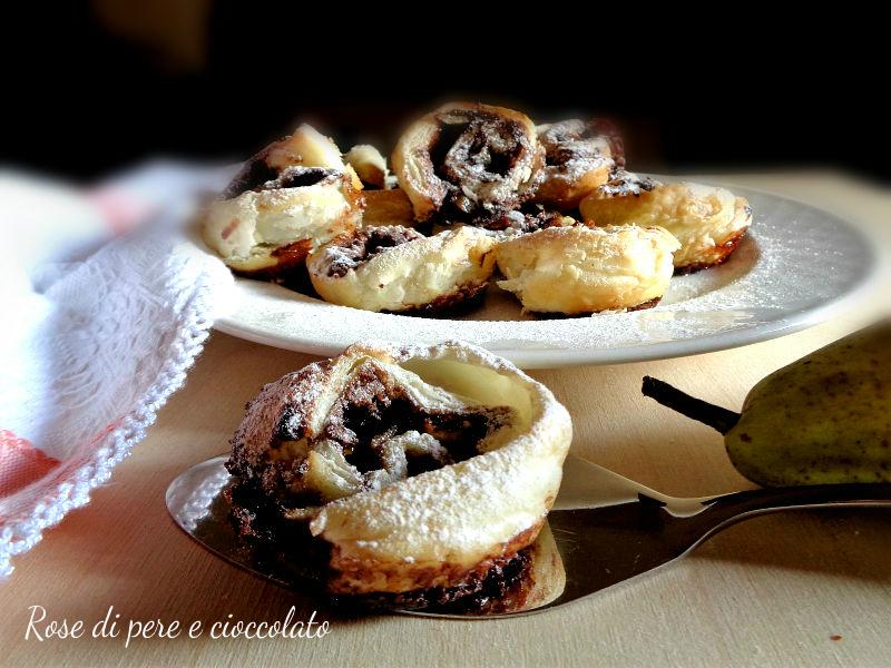 rose-di-sfoglia-con-pere-e-cioccolato ricetta