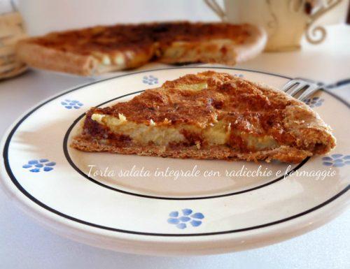 Torta salata integrale con radicchio e formaggio