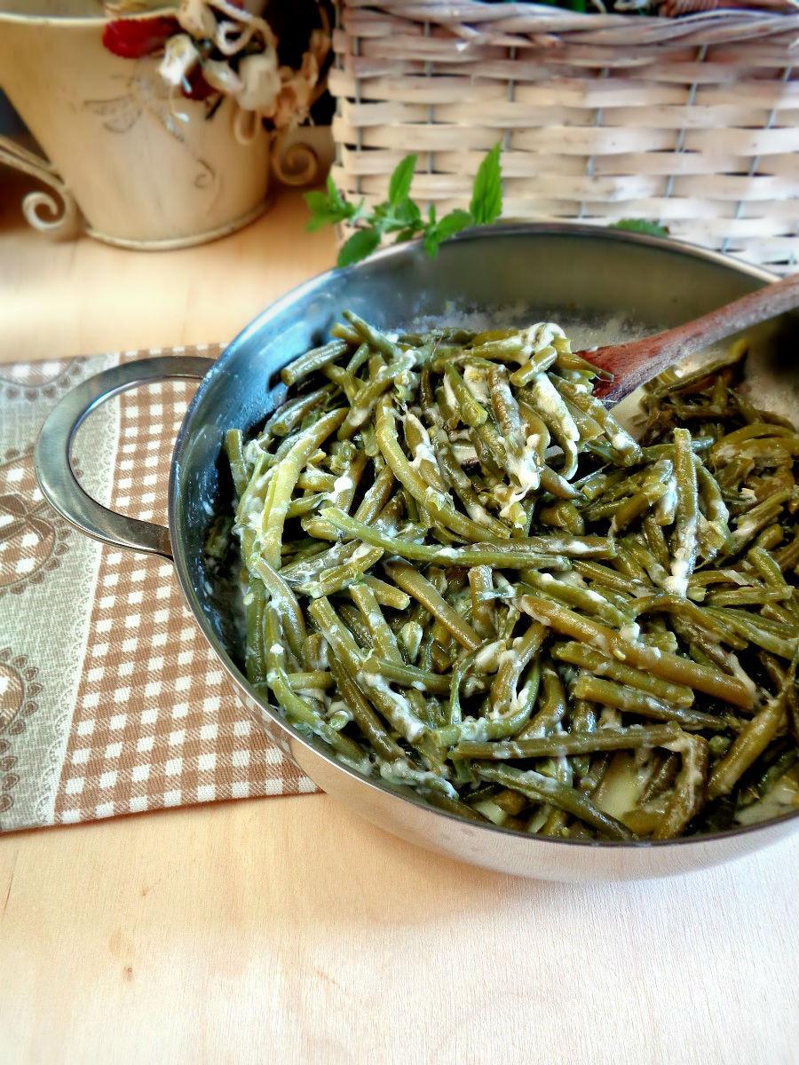 Fagiolini in padella con stracchino e menta ricetta