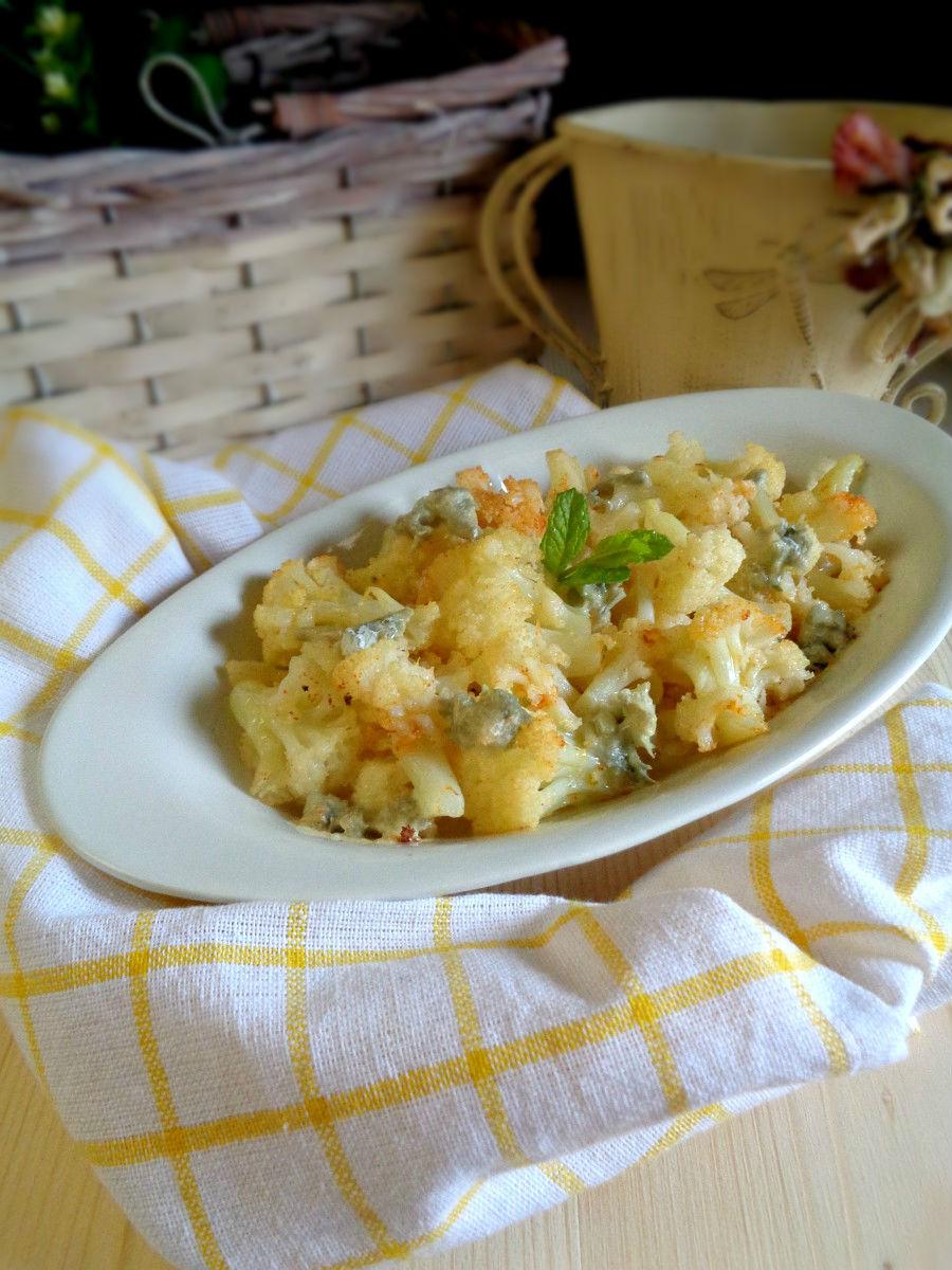 Cavolfiore al vapore con gorgonzola e noci