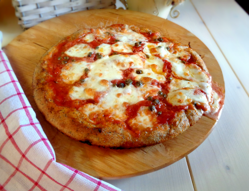 Pizza margherita ai semi di papavero