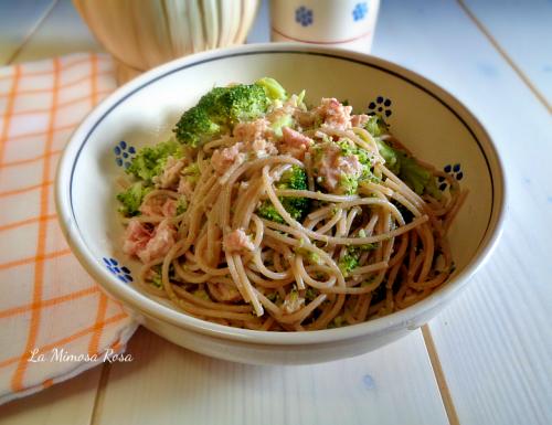 Spaghetti con broccoli e tonno