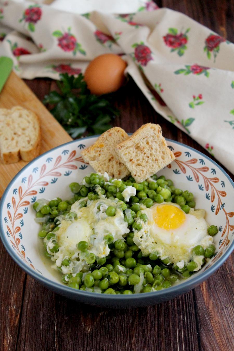 Uova e piselli ricetta.