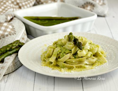 Tagliatelle con crema di asparagi