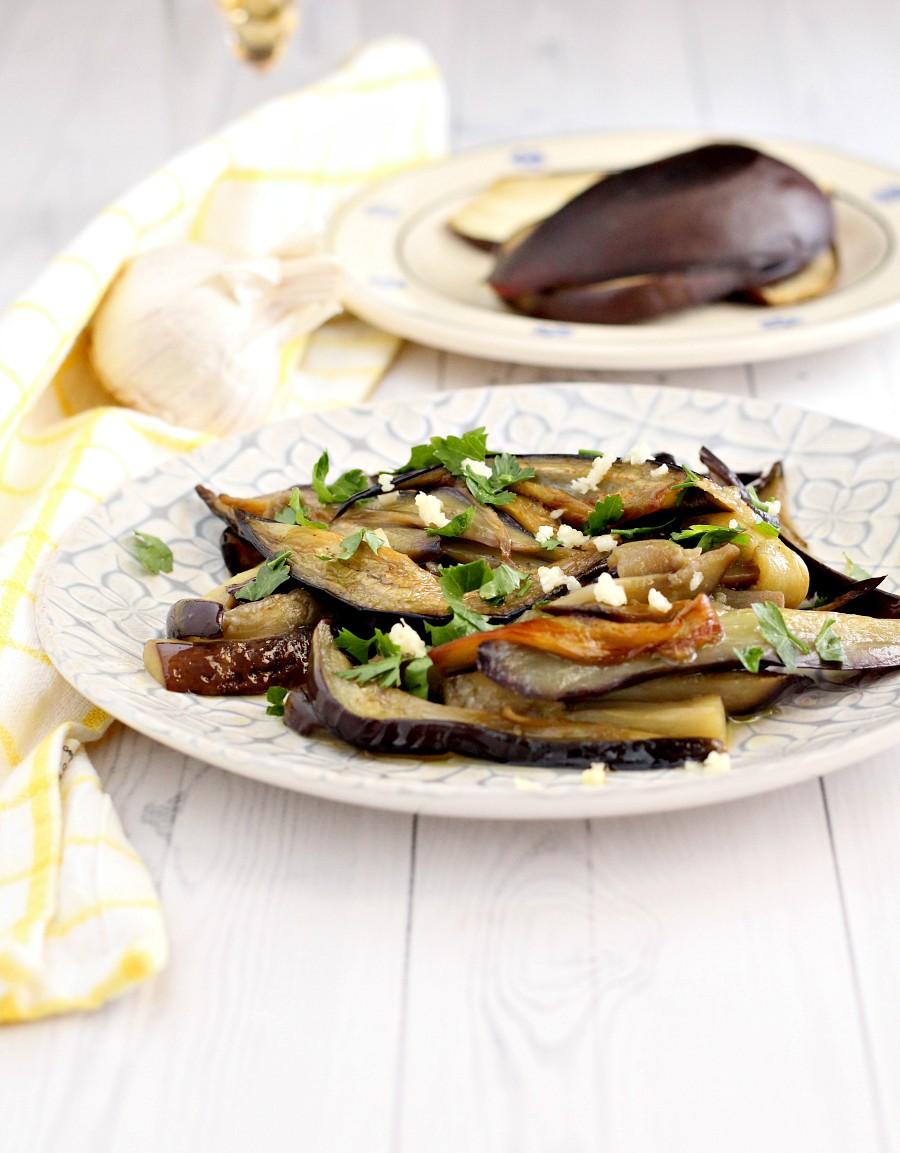 Melanzane in padella con aglio e prezzemolo ricetta