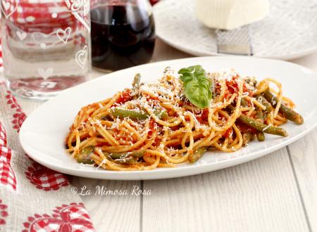 Spaghetti con fagiolini, pomodoro e cacioricotta