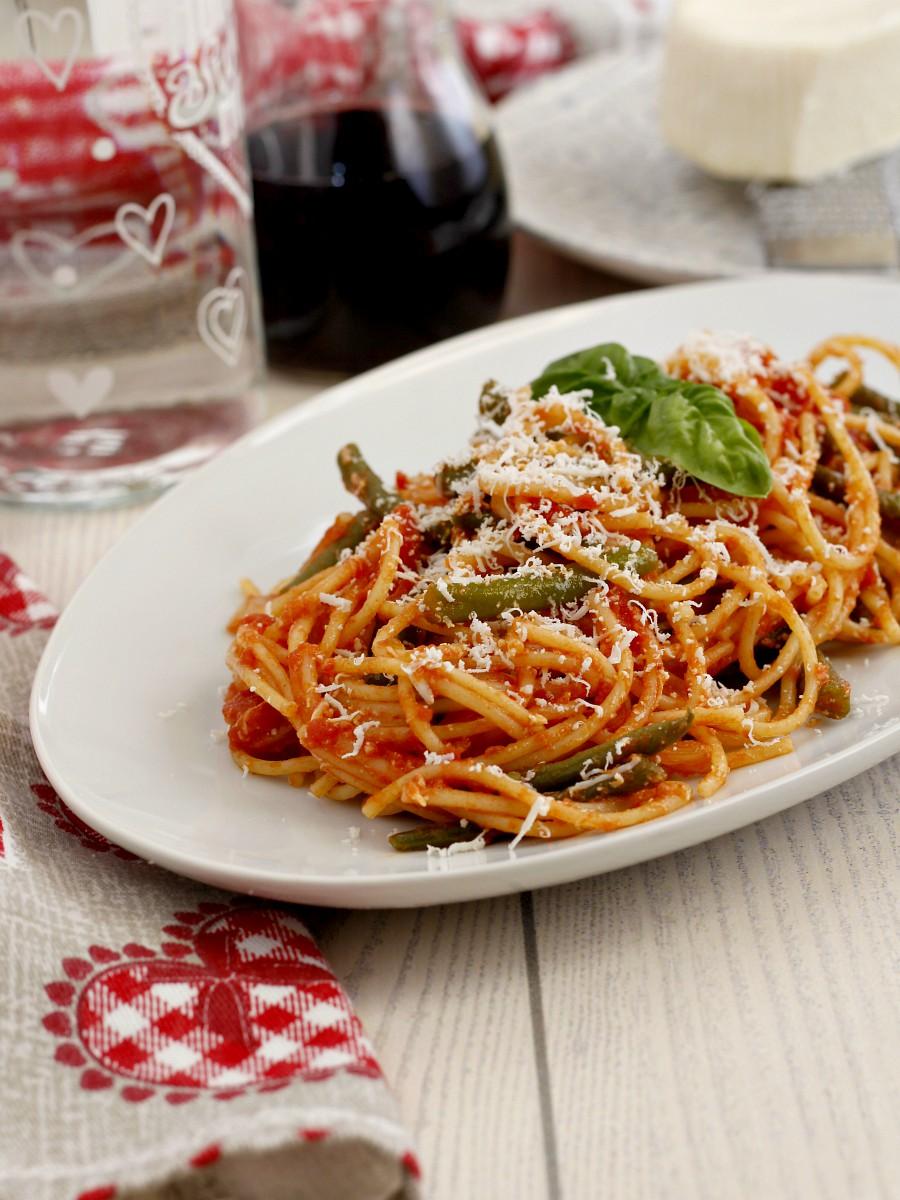 Spaghetti con fagiolini e cacio ricotta ricetta