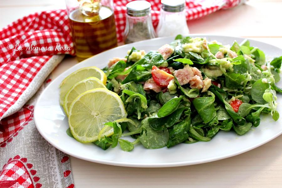 Insalata valeriana con tonno e guacamole