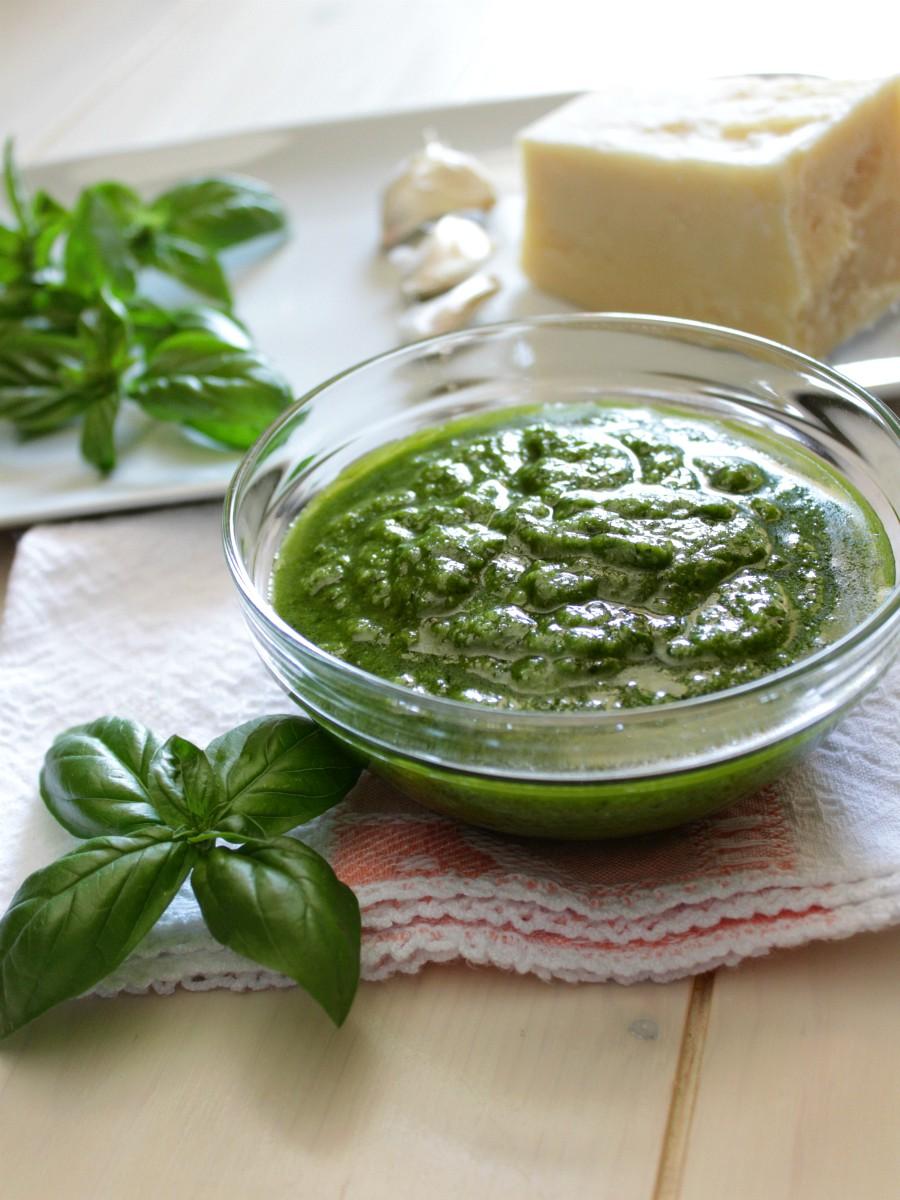 Pesto alla genovese di Suor Germana ricetta facile