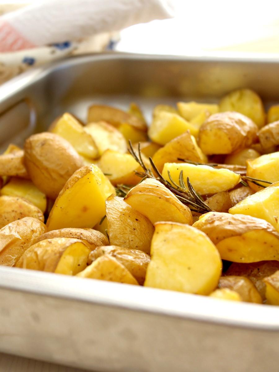 Patate al forno con la buccia ricetta