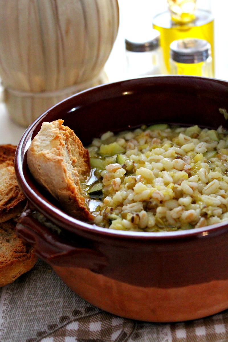 Zuppa di orzo e lenticchie rosse ricetta