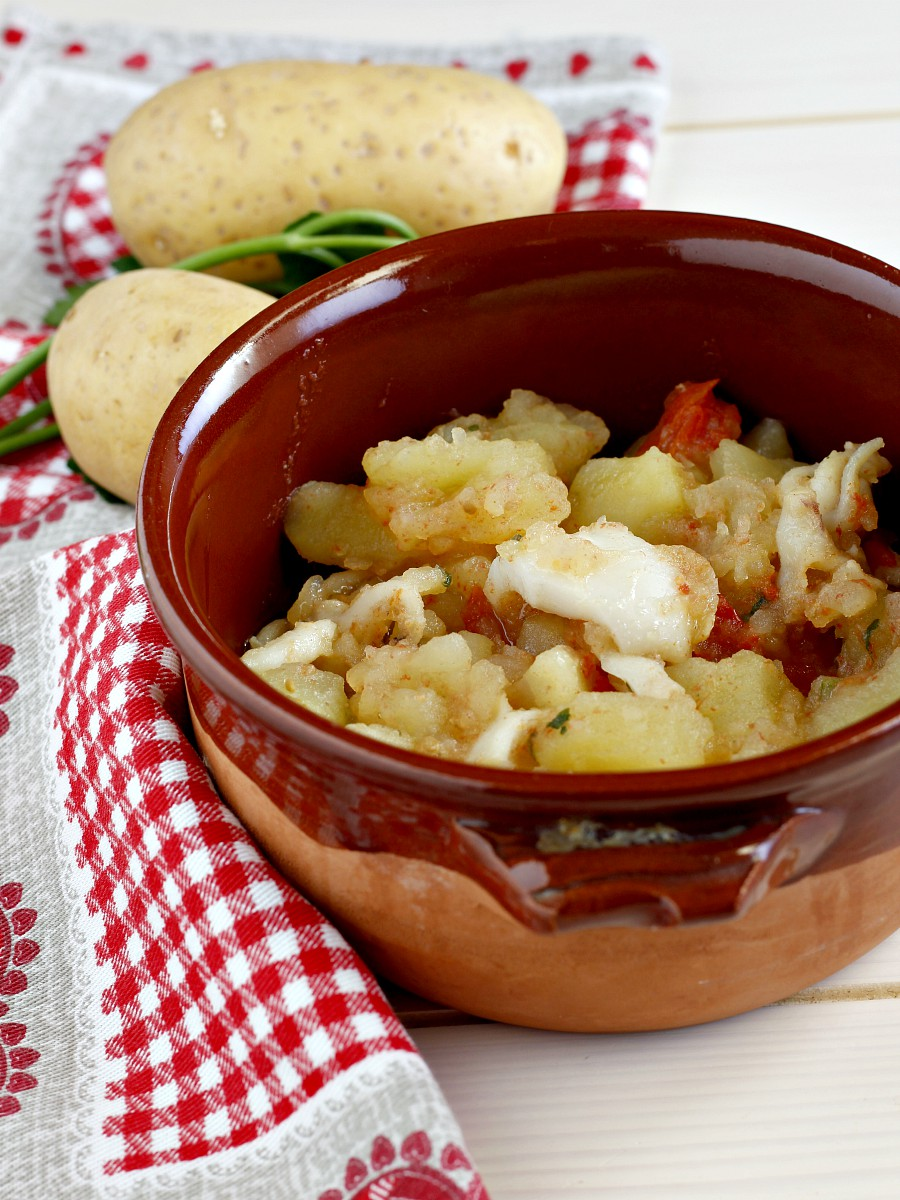 Seppie con patate in umido ricetta