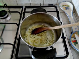Lasagnette con sugo di cipolla semplice