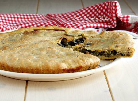 Pizza di scarola con olive, capperi, pinoli e uvetta