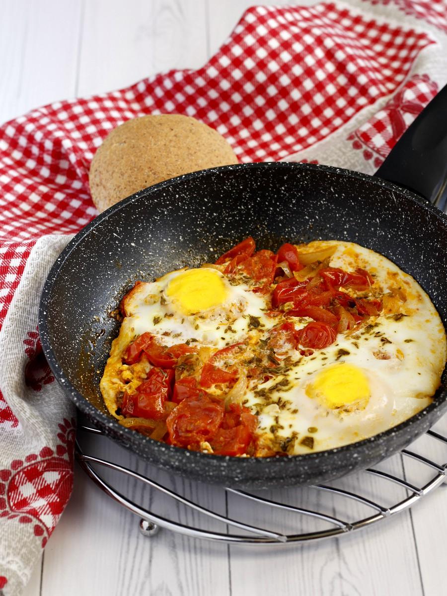 Uova al pomodoro ricetta
