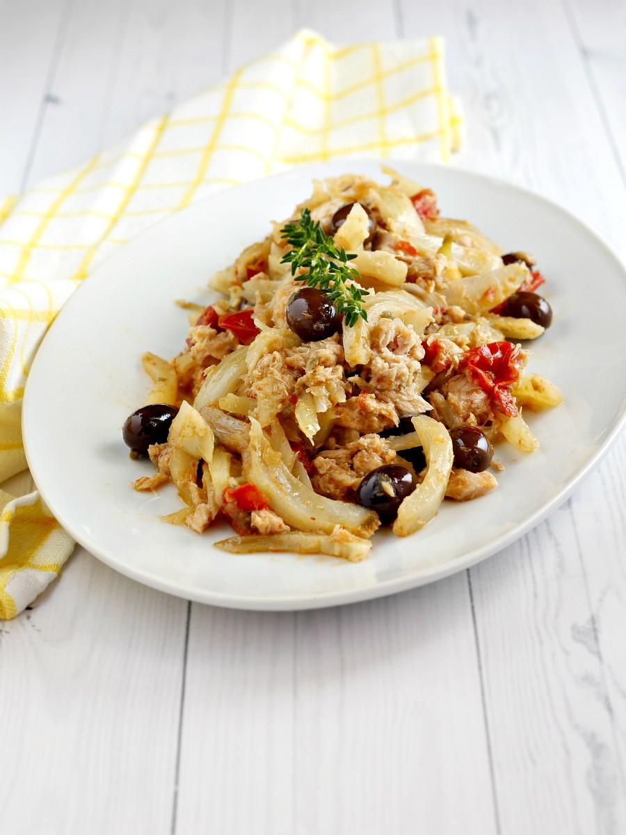 Finocchi in padella con tonno capperi e olive ricetta
