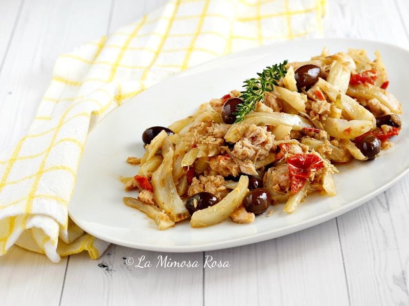 Finocchi in padella con tonno capperi e olive