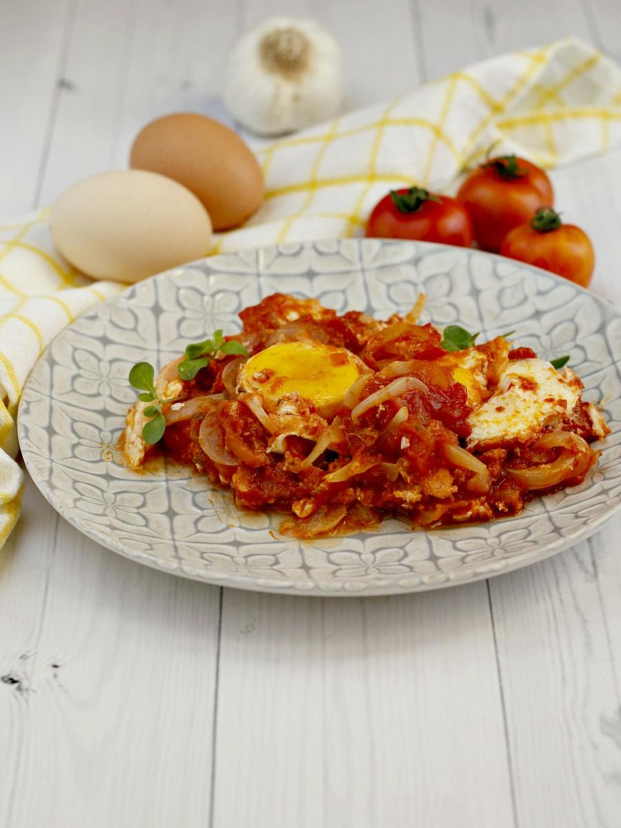 Uova al pomodoro e cipolle ricetta 1