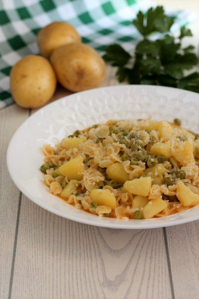 Minestra di patate e piselli ricetta