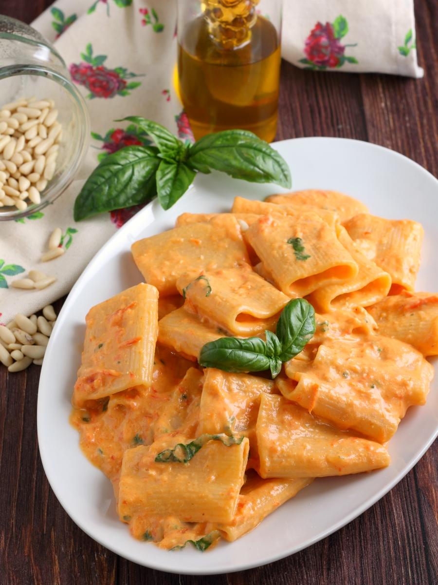 Paccheri con crema di peperoni e yogurt greco ricetta