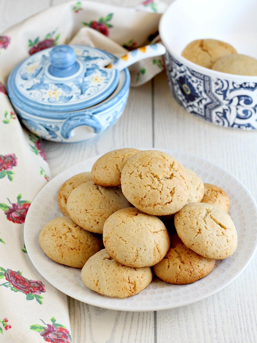 Biscotti con farina di mandorle e yogurt.