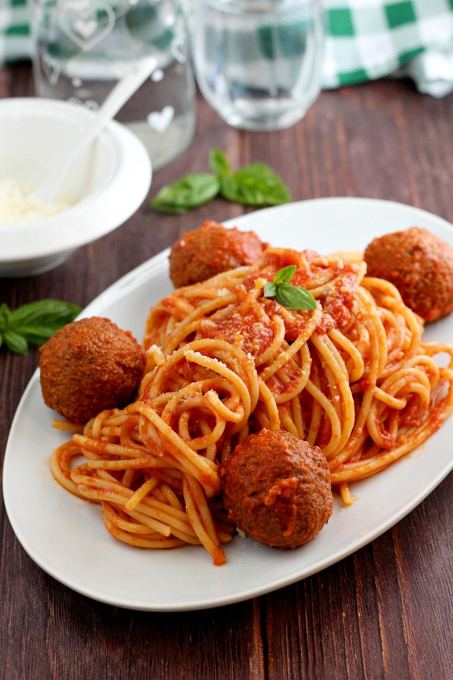 Spaghetti con polpette vegetariane.