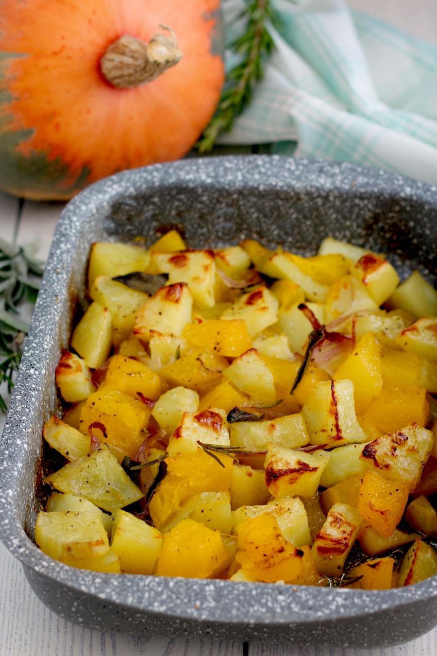 Zucca patate e cipolla al forno.