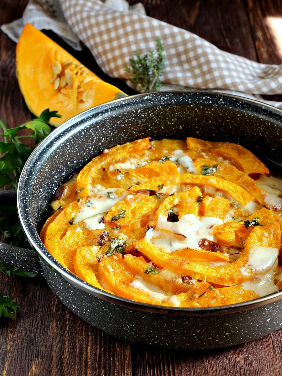 Zucca al forno con mozzarella ricetta